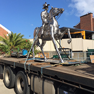 Greens_Hiab_service_moving_statue
